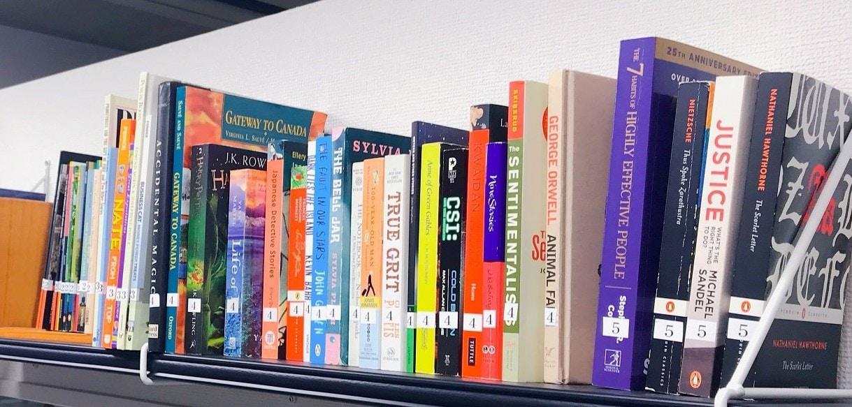 ビヨンドのレベル別無料図書館 本が並んでいます