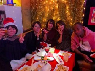 ビヨンドクリスマスパーティー若い女の人たちとかっこいいジャマイカ人2