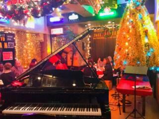 クリスマスパーティージャズ-ビレバンピアノと色んな人グループに坐っている